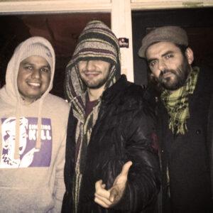 """Erick """"Wayne"""" Liscano y Kalayawa fundadores de La Sonora Balacera junto a Cazpera después del OpenStage de Theater in kino nord (Tik)"""